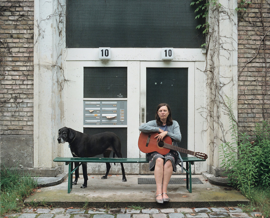 Heidi Specker, artist, with Great Dane, »Käuzchensteig« studio house, Berlin (DE), 08/07