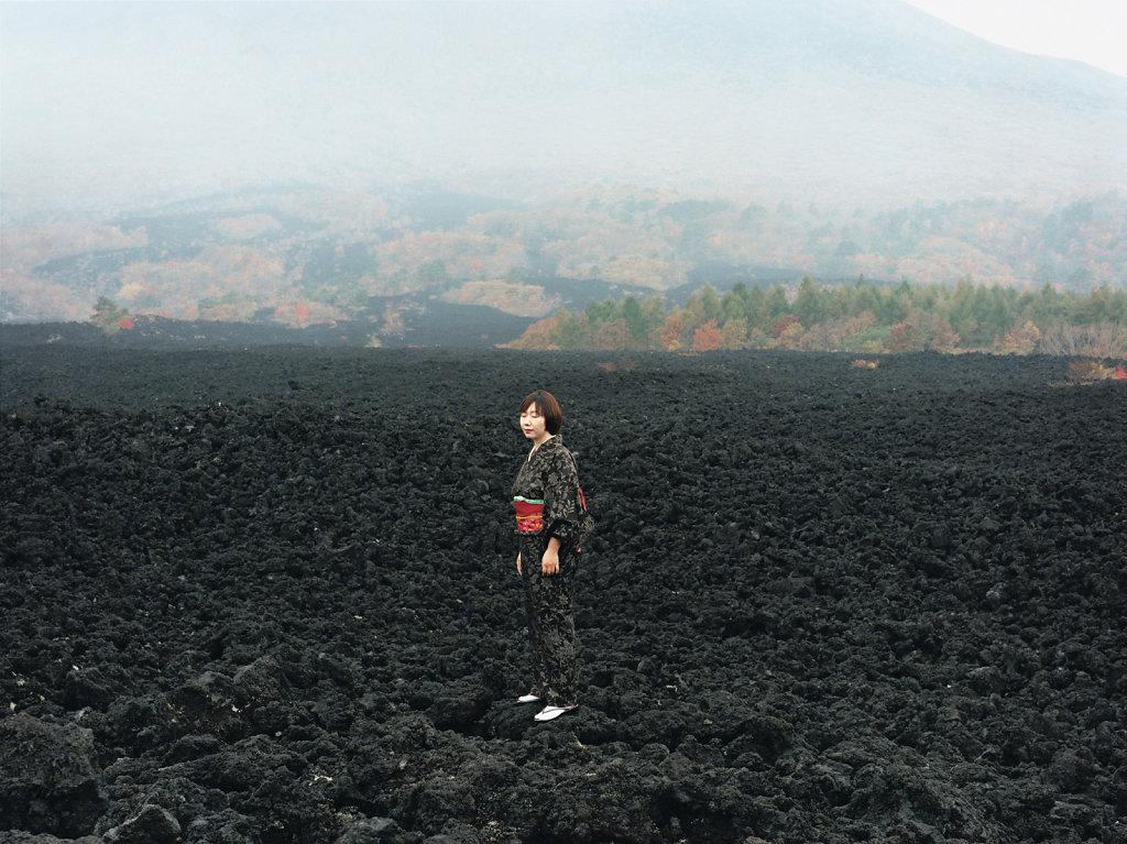 Naoko Katagishi, artist, »Yakehashiri-Yoganryu« cold lava flow, Nishine (JP), 10/04