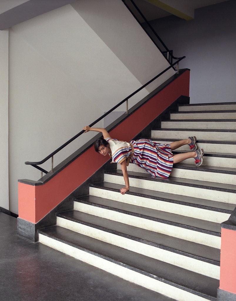 Ixchel Mendoza Hernandez, dancer and choreographer, staircase, Bauhaus Dessau, 10/08